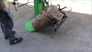 LOG-LIFTING SYSTEM - DURING THE WORK - CLIP 3       ·